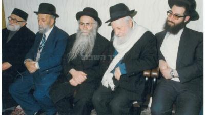 משמאל: חכם אברהם רפול, הרב, הרב יוסף עדס, רבי אברהם מונסה, והרב יעקב יוסף