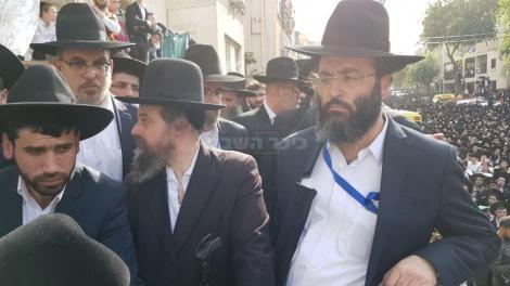 הרב יעקב רוזנשטיין בהלוויה (צילום: שלומי כהן, כיכר השבת)