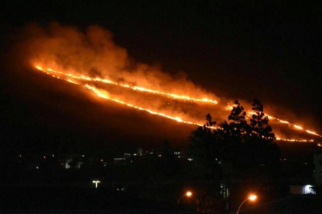 השריפה סמוך לכרמיאל (צילום: כב''ה צפון)
