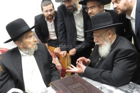 עם ראש הישיבה חכם שלום כהן (ארכיון כיכר השבת)