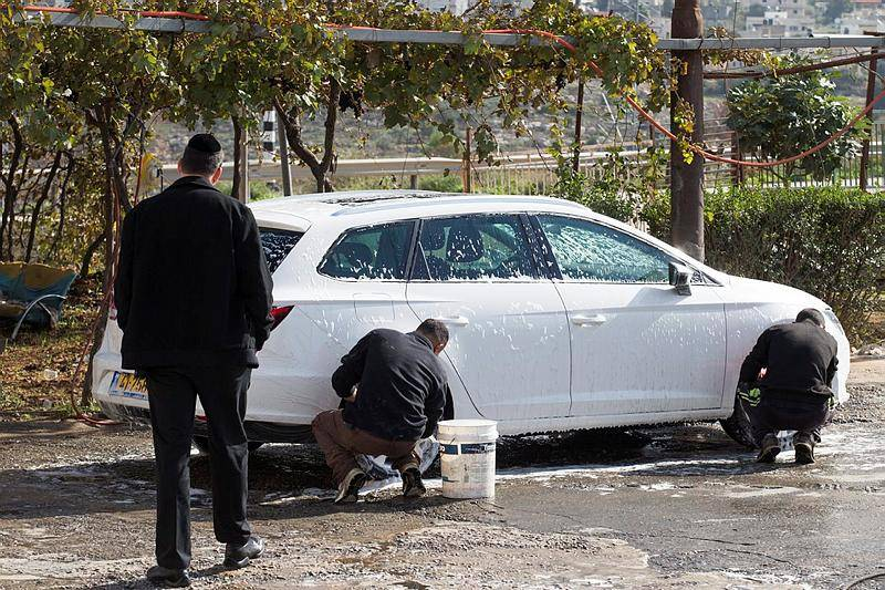 שוטפי המכוניות בכפר מובטלים מעבודה בימים האחרונים. תמונת ארכיון (צילום: נתי שוחט, פלאש 90)