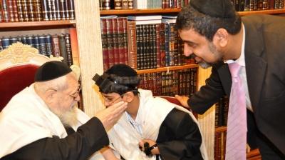 ברכת מרן הגאון הרב עובדיה יוסף לחתן ולאביו
