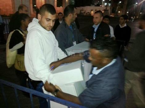 קלפי בירושלים מגיעה לכיכר ספרא (צילום: כיכר השבת)