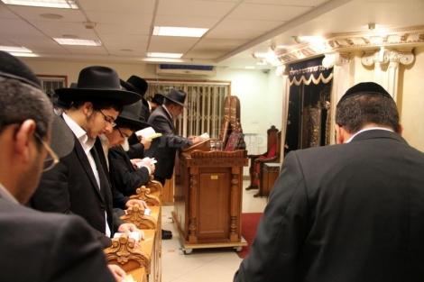 תפילות בבית הכנסת של מרן