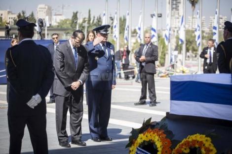 """שגריר ארה""""ב בישראל דן שפירו נפרד מפרס (צילום: תומר נויברג - פלאש 90)"""