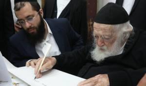"""מפתיע: גדולי ישראל כתבו אות בס""""ת של יד לאחים שיוגרל בשבוע הבא"""
