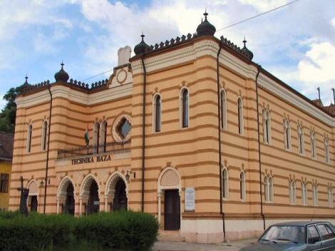 בית הכנסת בעיר אסטרגום הונגריה ESZTERGOM, HUNGARY syn-hungary-esztergom-01
