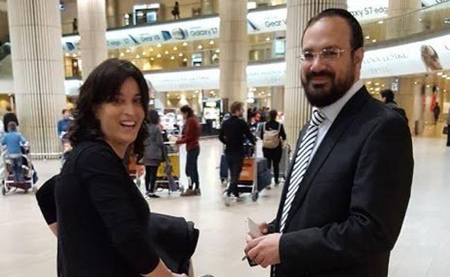 רביץ בחזרתה לישראל (צילום: באדיבות העיתונאי איתמר אייכנר)