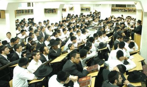 מאות בני הישיבה בהספד