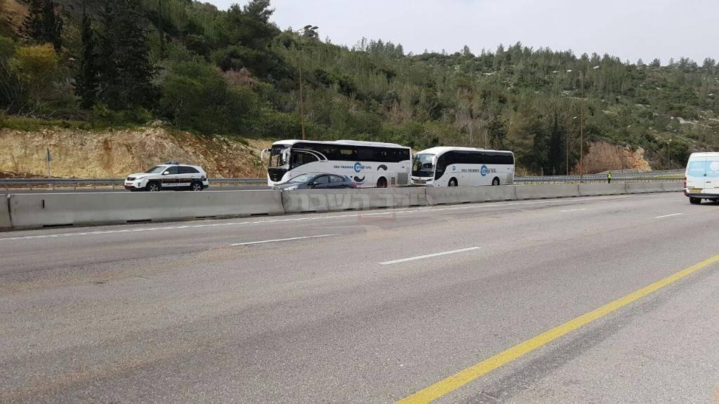 אוטובוסים מעוכבים בשער הגיא. צילום: מדברים תקשורת