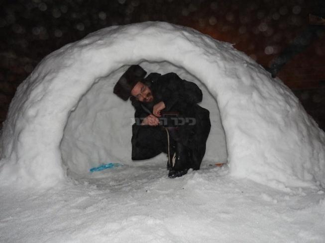 חסיד בשלג (צילום: פיני צרפתי)