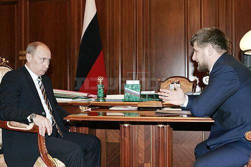 רמזאן קדירוב עם הנשיא פוטין (צילום: כיכר השבת ו-shutterstock )