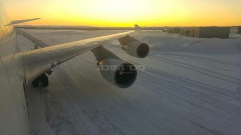 המטוס על השלג בקנדה