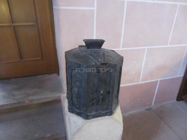 קופת הצדקה של בבית הכנסת