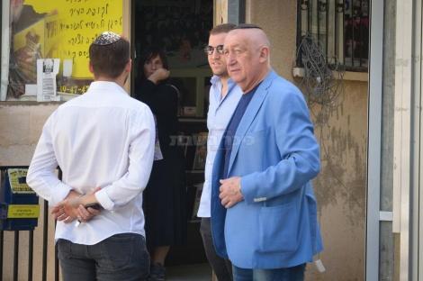 """האוליגרך מיכאל צ'רנוי מחוץ לבית הגר""""ח"""