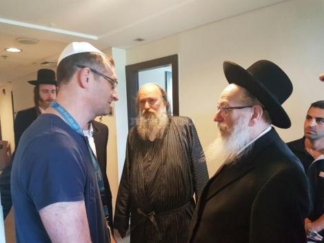 """ליצמן עם הרופא של הרב ד""""ר אלמוגי"""
