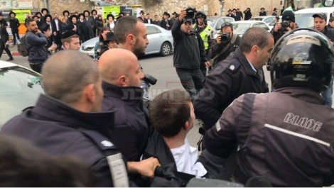 מעצר מפגין בירושלים (צילום: כיכר השבת)