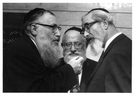 חברי הכנסת שלמה לורינץ, יהודה אברמוביץ' ומנחם פרוש
