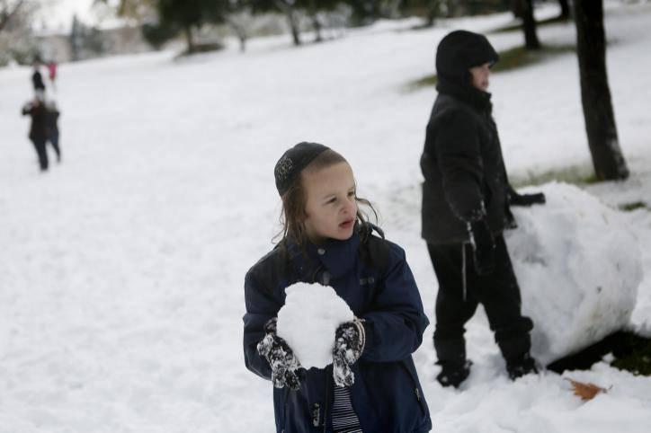 פעילויות מיוחדות לחורף גם בבית. אילוסטרציה. צילום: Miriam Alster/FLASH90