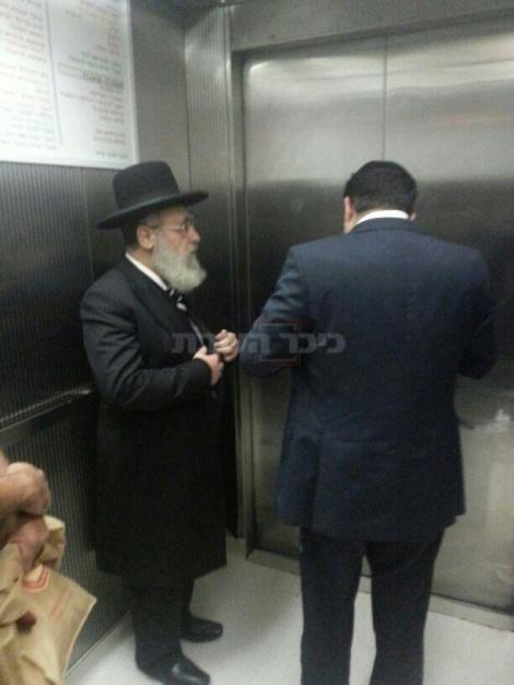 הראשון ליצון הגאון הרב יצחק יוסף מגיע לבית-החולים
