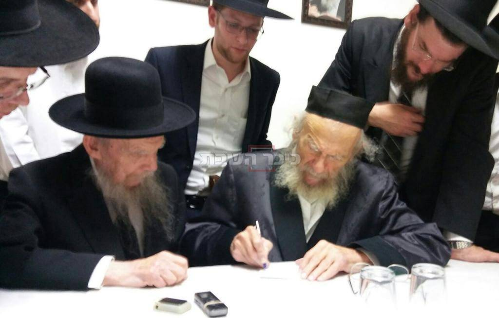 בשל חולשתו מתכתב עם אחיו הגר''ג אדלשטיין