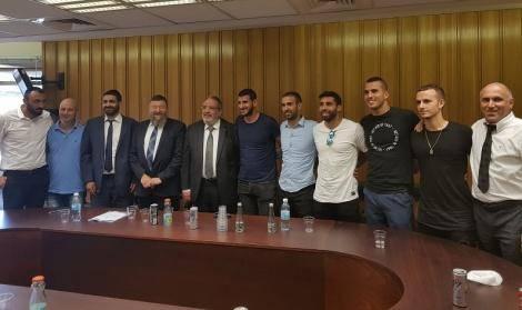 שחקני הכדורגל בפגישה עם חברי הכנסת מש''ס