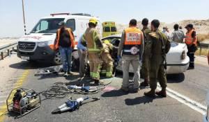 משאית ו-2 רכבים התנגשו; פצוע קשה חולץ