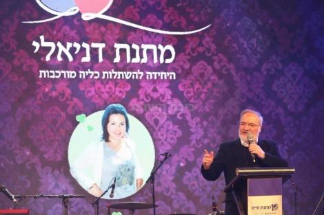 מייסד 'קרן דניאלי' מוטי זוננפלד במשאו