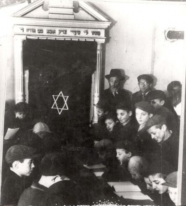 ילדים לומדים תורה בסתר בגטו