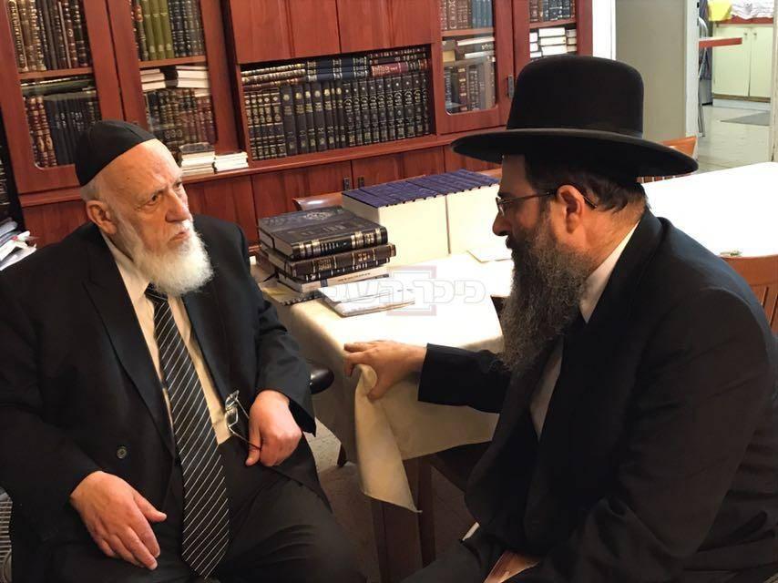 הרב משה בוחבוט עם נשיא המועצת הגר''ש כהן (באדיבות המצלם)