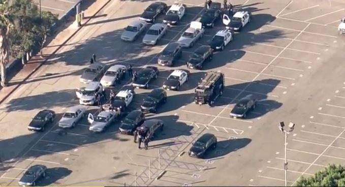 כוחות הביטחון בלוס אנג'לס עורכים סריקות בבתי הספר (צילומסך)