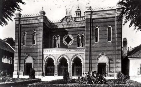 בית הכנסת בעיר אסטארגום הונגריה 54 ק מ מבודפסט 2Esztergom, Hungary, Exterior of a synagogue.