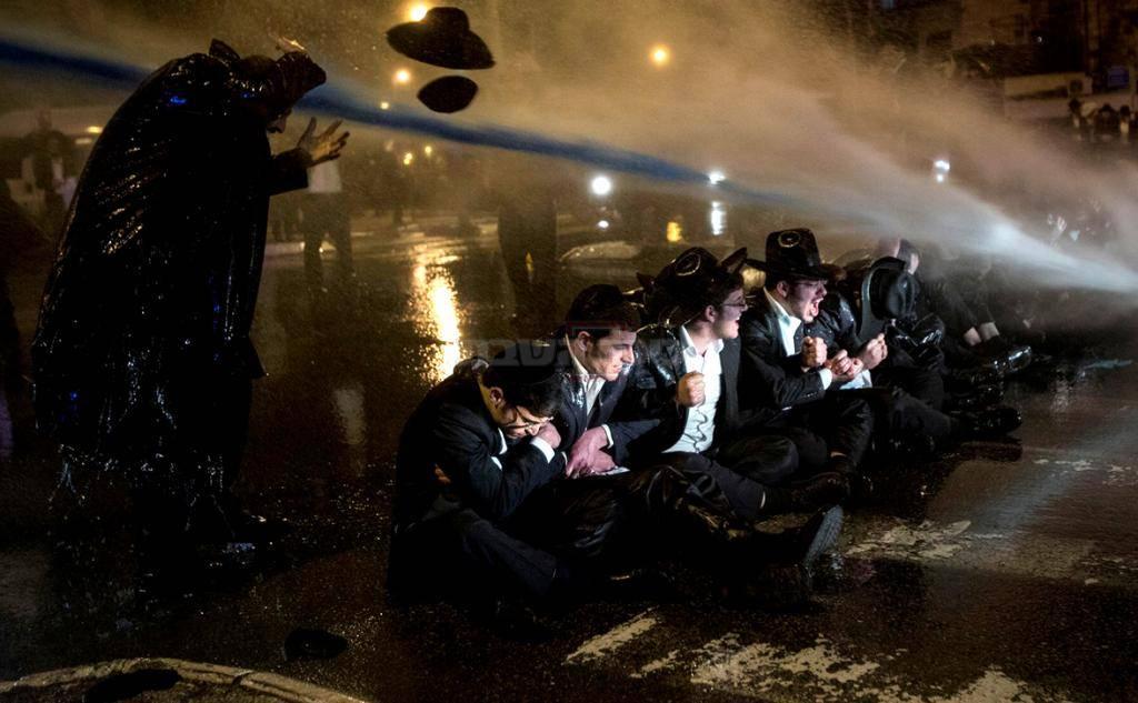 הפגנה של הפלג הירושלמי (צילום: Yonatan Sindel/Flash90)