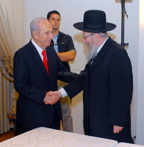 פרס בפגישה עם יעקב לבחירת מועמד להקמת ממשלה ב-2008