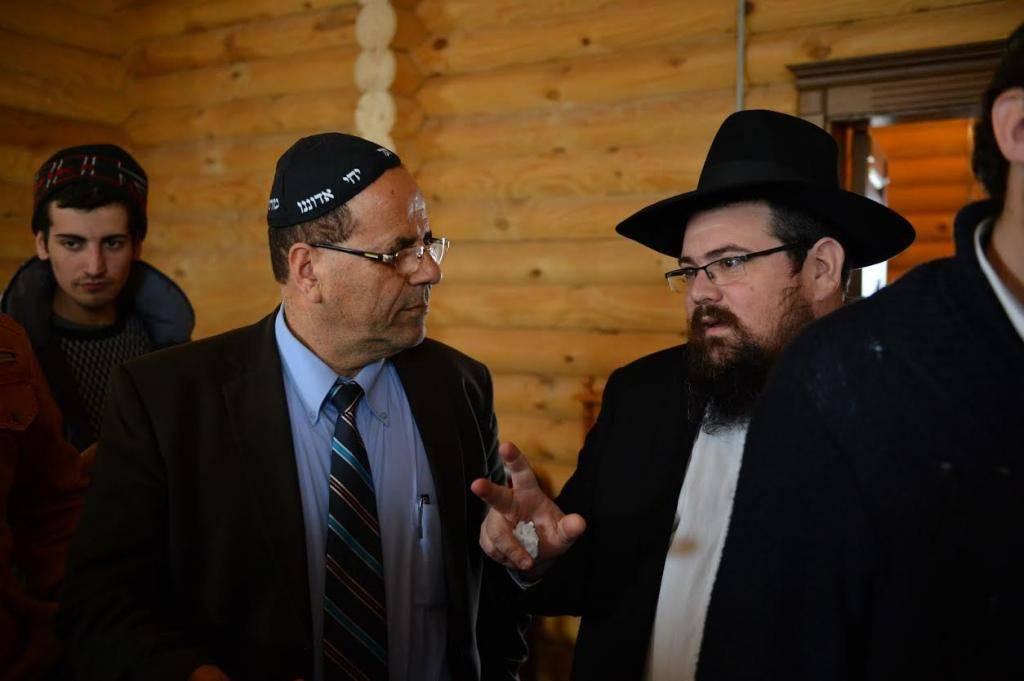 חבר הכנסת איוב קרא ולראשו כיפת 'יחי' (צילום: יוסי בלשניקוב)