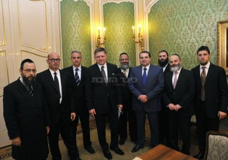 המשלחת עם ראש ממשלת סלובקיה רוברט פיצו בסיום הפגישה