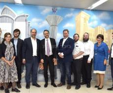 שגריר האיחוד האירופי עמנואל ז׳ופרה וסגנו סיירו במטה איחוד הצלה סניף בני ברק