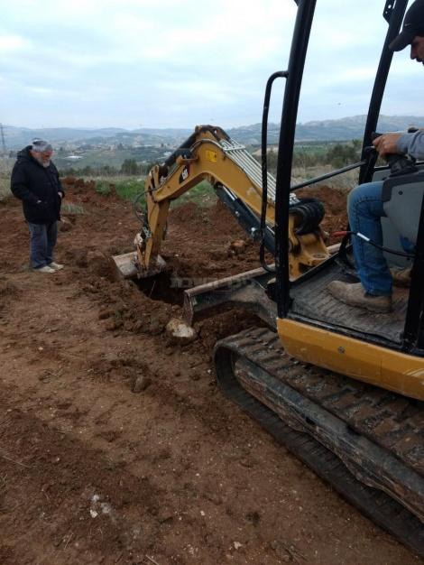 חופרים את הקבר