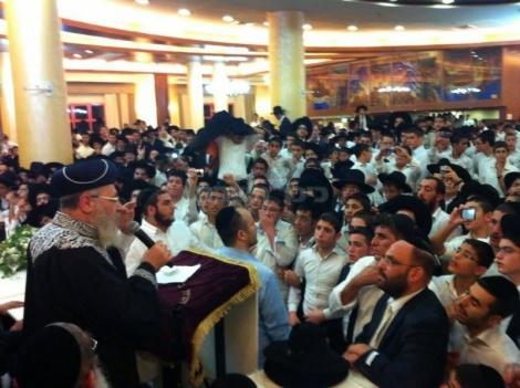 הרבנים בשמחת בית השואבה (צילום: יעקב כהן).