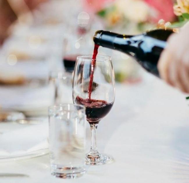 לשלב קינוחים מתוקים עם יין, אפשרי? אילוסטרציה