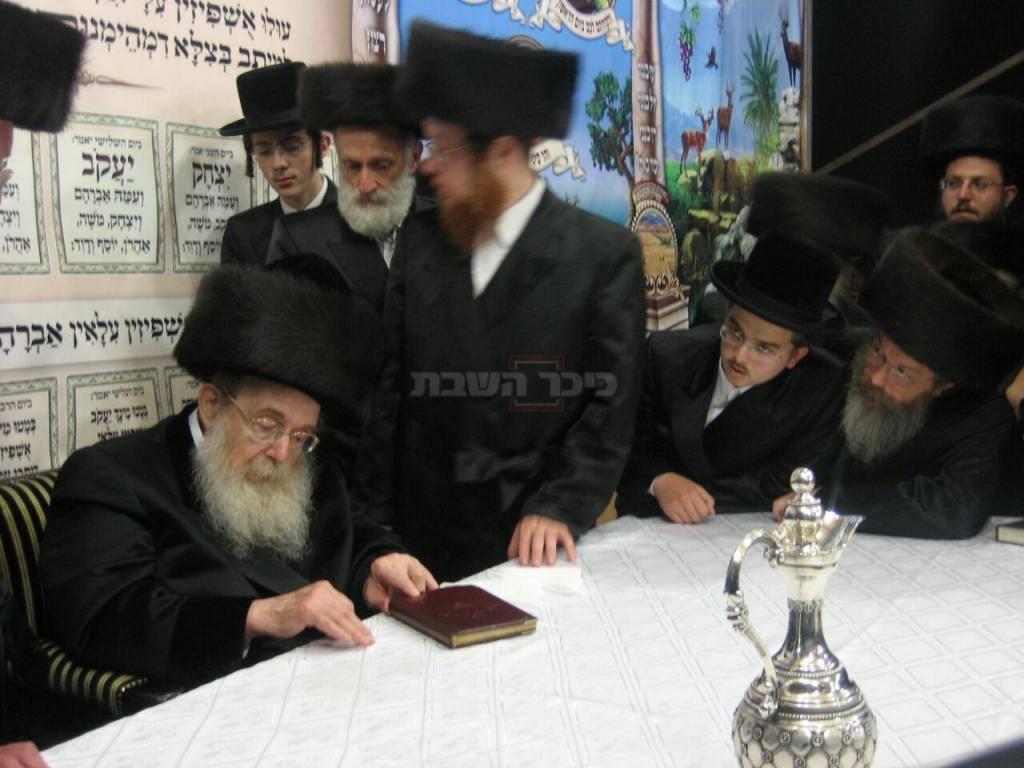 הרב'ה ברגר ז''ל (מימין) והאדמו''ר מסאדיגורא זצ''ל
