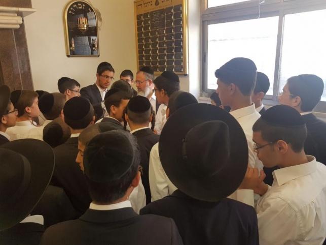 חלוקת מלגות לאברכי ותלמידי ישיבת בין הזמנים.