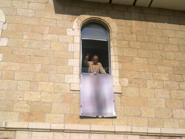 פרובוקציה בעיריית ירושלים: תמונת אישה