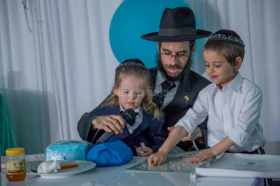 הרב נוטיק עם ילדיו (באדיבות המצלם)
