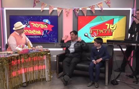 שמח: מנחם טוקר עם ילד הפלא ורב הסלבס