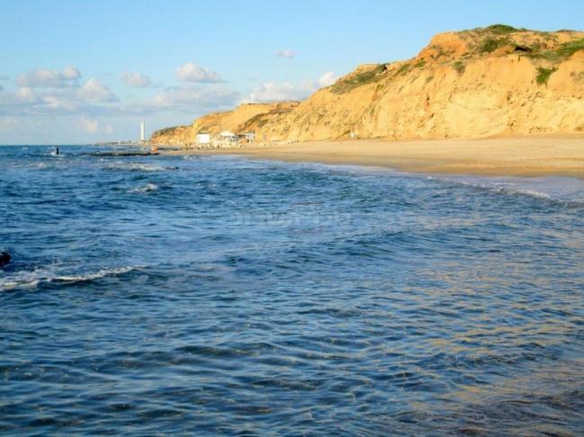 חוף נעורים מצפון לנתניה