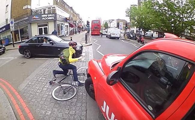 הרוכב קם (מתוך יוטיוב)
