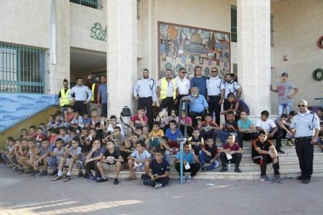 הילדים והשוטרים (צילום: דוברות המשטרה)