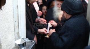 הרבנית קנייבסקי מדליקה נרות חנוכה?