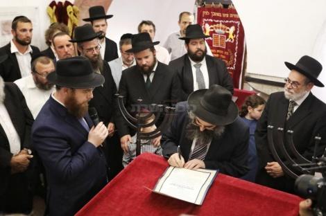 הכתרת רב בית הכנסת החדש, הרב פייט